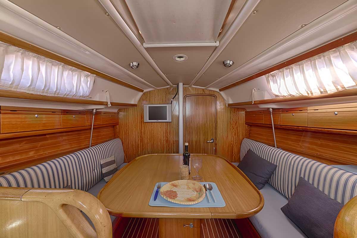 Bavaria 30 Cruiser - dinette