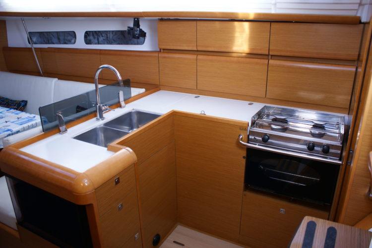 Jeanneau Sun Odyssey 409 - cucina