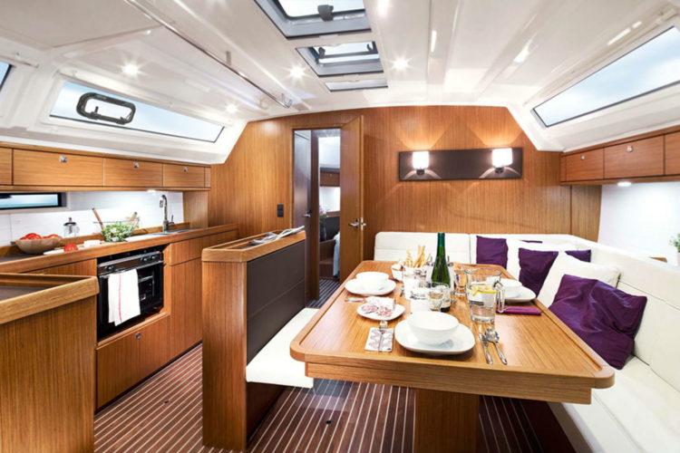 Bavaria 46 Cruiser - dinette