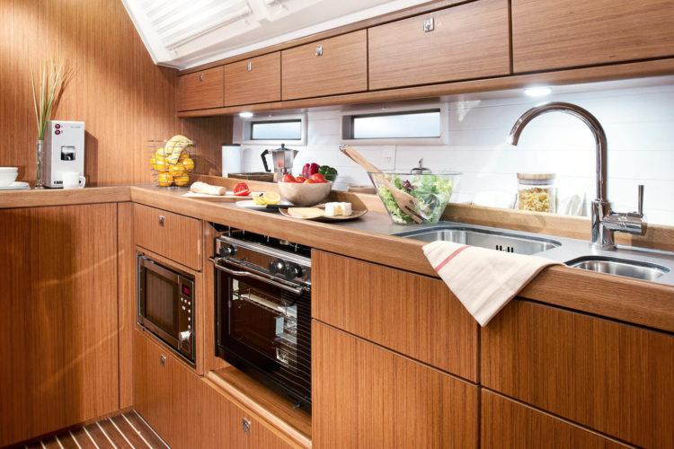 Bavaria 46 Cruiser - cucina