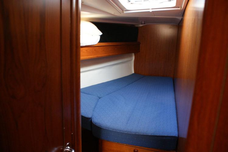 Jeanneau Sun Odyssey 49 - cabina di prua a babordo