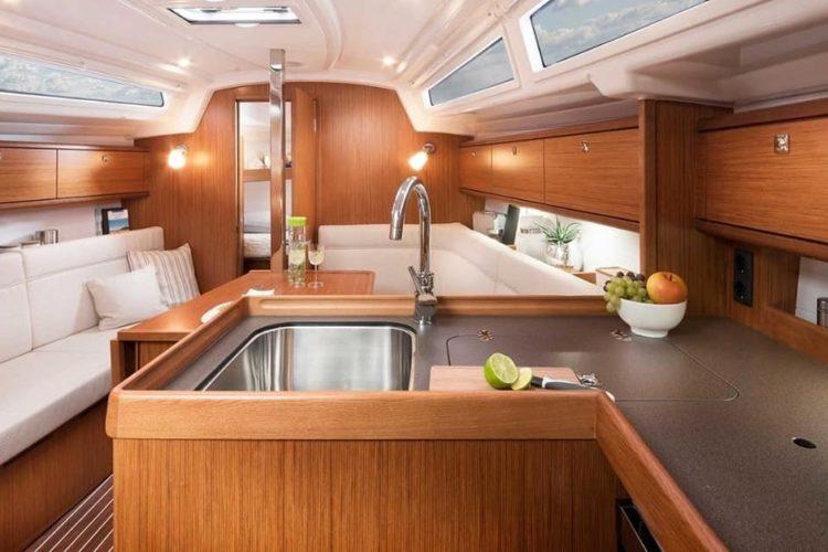 Bavaria 34 Cruiser - soggiorno e cucina