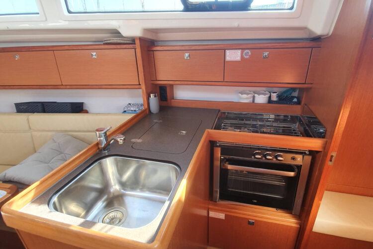 Bavaria 34 Cruiser - cucina